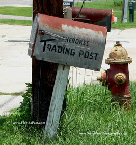 Another view of this Great old mailbox